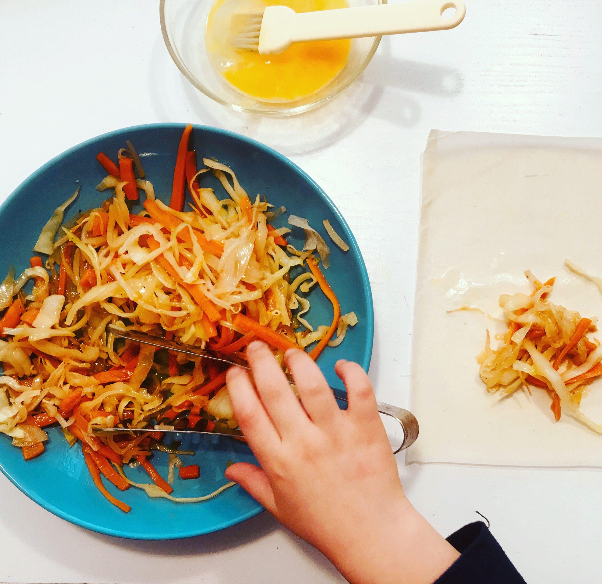 In cucina con i miei figli: prepariamo gli involtini Primavera (con verdure)